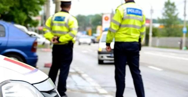 Politisti-mita-rutiera Cei patru polițiști prinși în flagrant se… mânjeau cu câte 100 de lei