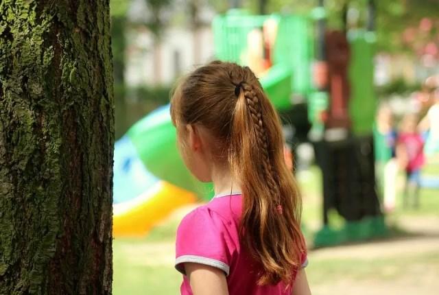 """caz-infiorator-de-pedofilie-in-romania-o-fetita-de-10-ani-a-fost-rapita-de-pe-strada-si-violata-de-628162 A fost adoptat proiectul """"zile libere pentru părinţi"""" când şcolile se închid în situaţii speciale. Legea merge la promulgare"""