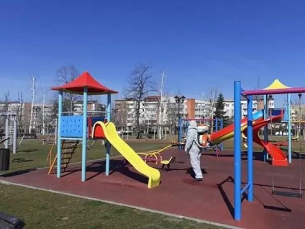 parcuri-dezinfectie Locurile de joacă din Slatina au fost dezinfectate
