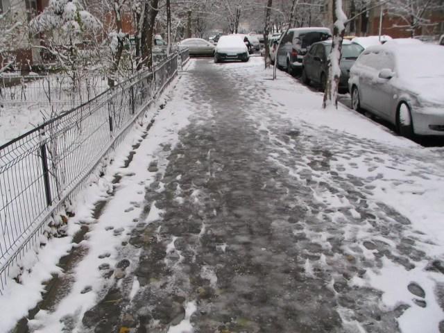 strazi-iarna-zapada-1024x768 ANM A MODIFICAT PROGNOZA. IARNĂ SIBERIANĂ ÎN ROMÂNIA. CÂND SCĂPĂM DE VISCOL ȘI NINSORI