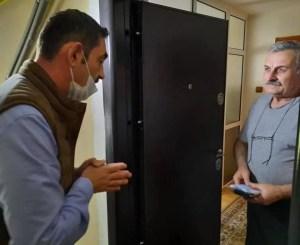 A început distribuirea materialelor de protecție pentru slătineni