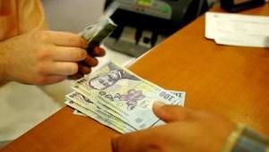 Probleme la O MARE BANCĂ DIN ROMÂNIA : Zeci de clienți acuză că li s-au reținut mii de lei de pe carduri