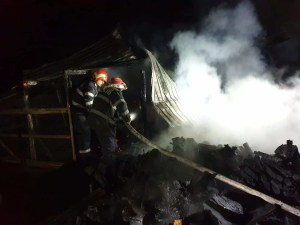Incendiu puternic în comuna Brastavățu