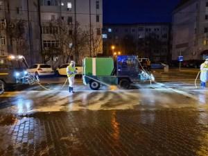 Primăria Slatina dezinfectează străzi, trotuare și scările blocurilor
