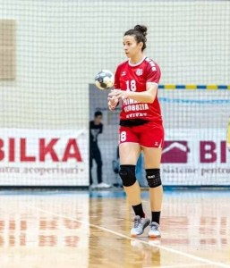 Interul dreapta, Andreea Ivan-Antocen a semnat cu CSM Slatina