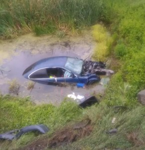 Accident SINISTRU: a căzut cu mașina în mlaștină