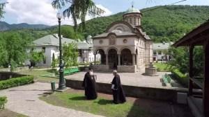 Mânăstirea Cozia din Călimăneşti a fost închisă pentru 14 zile. Un călugăr este infectat cu noul coronavirus