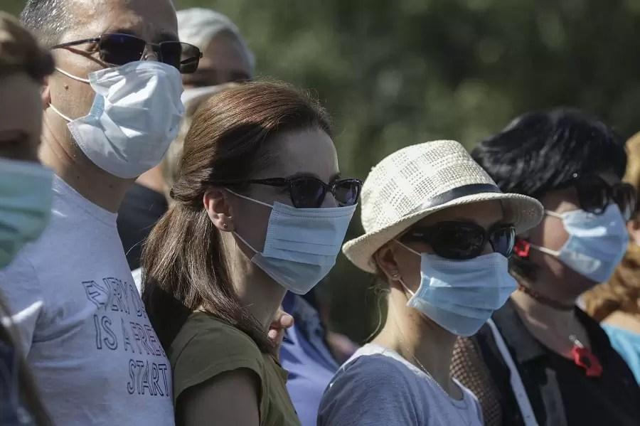 oameni-cu-masca Bucuresti