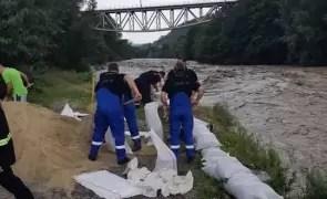 ALERTĂ de la hidrologi: COD PORTOCALIU de inundații, pe râuri din Olt și alte 10 județe