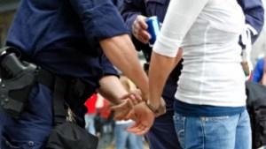 Mascații au descins la un bărbat acuzat că a violat copii