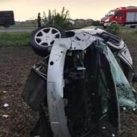 Mașină condusă de un puști de 14 ani s-a răsturnat pe câmp