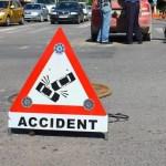 Accident grav – Şofer proiectat prin parbriz după ce a lovit un copac