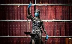 Premieră în justiția din România! Bărbat suspect de Covid-19, condamnat la închisoare, după ce a plecat din spital