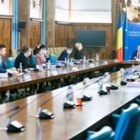 Guvernul i-ar putea stimula pe români să se vaccineze oferindu-le vouchere, bonuri, tichete dar și o loterie cu premii