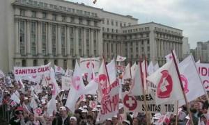 MITINGUL EPUIZĂRII. Sindicaliștii SANITAS pichetează Guvernul