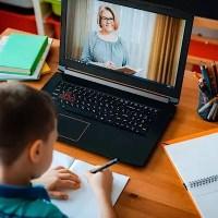 Elevii ar putea trece la școala online de la jumătatea lunii octombrie