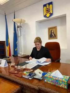 Un senator oltean salută moțiunea depusă împotriva ministrului Voiculescu