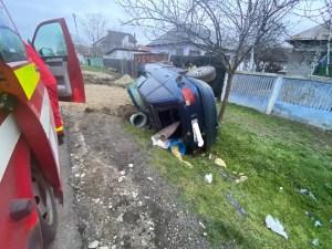 A ajuns cu mașina în șanț. Șoferul a fugit de la locul accidentului