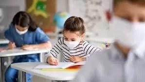 Cîmpeanu: Părinții vor primi formulare pentru vaccinarea copiilor. Ce elevi ar putea merge la școală și la incidență peste 6 la mie