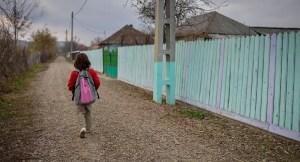 Profesorii din mediul rural pot obține finanțare pentru centre after-school pentru copiii cu risc de abandon școlar