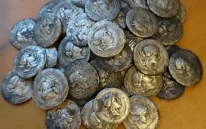 Descoperire istorică în Olt. 68 de monede antice au fost descoperite în Radomirești