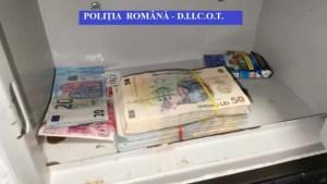 Percheziţii la membrii unei grupări care ar fi obținut peste 2 milioane de euro înşelând mii de oameni cu anunţuri online fictive