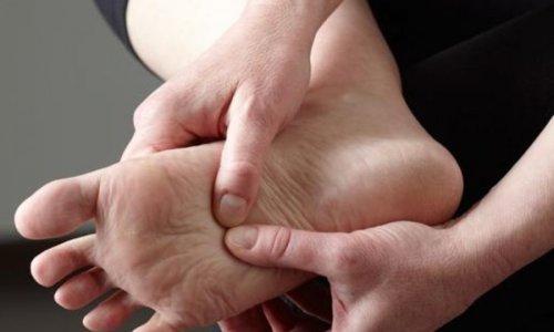 Çka e shkakton mpirjen e këmbëve?
