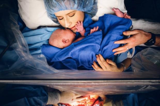 10 10 fotografitë në sallën e lindjes që tregojnë se sa të forta janë nënat