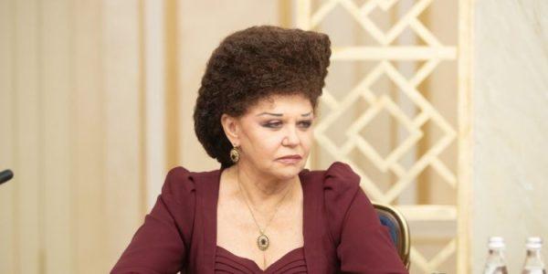 Необычная прическа Валентины Петренко: как она ее делает