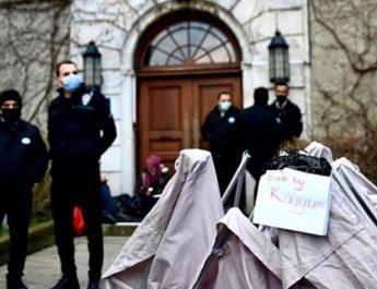 Boğaziçili öğrencilerin kurduğu çadırı yıktılar!