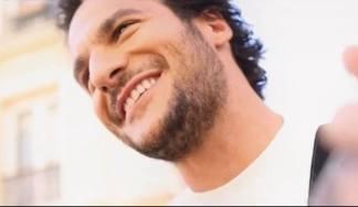 """""""TOI"""" : Amir met l'amour à l'honneur dans son clip"""