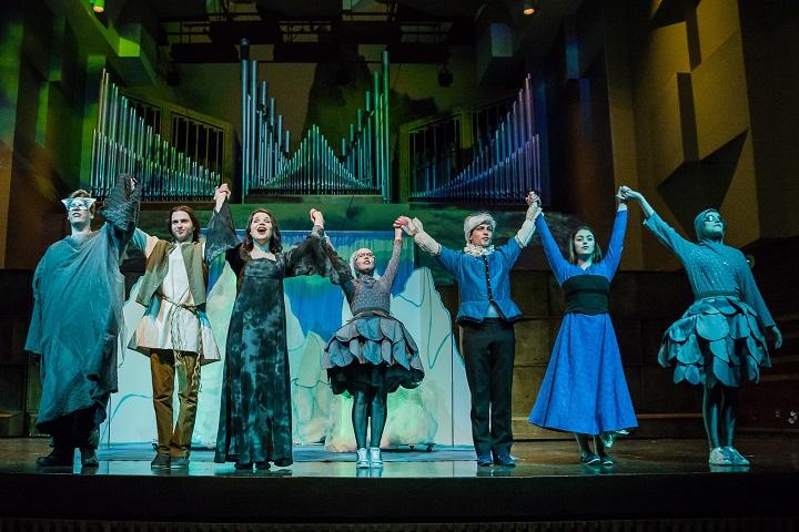 The Le Nez de la Sorcière – The Witch's Nose cast takes a bow.