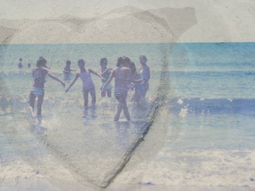 a heart shaped sculpture by Julie (that's why it looks perfect!) hehe. <3 friends + ocean