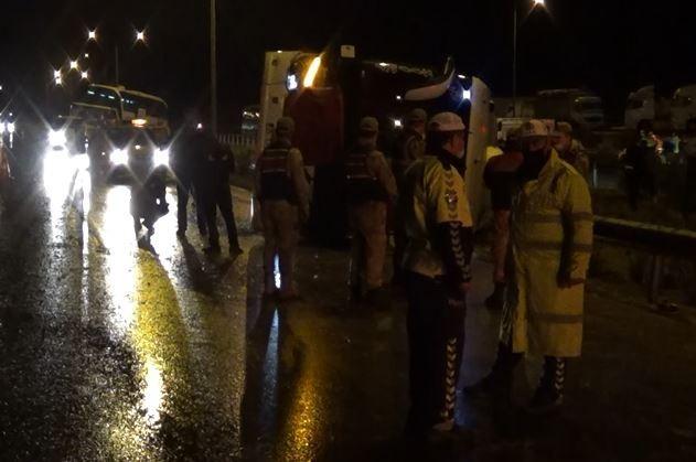 Gaziantep-Adana otoyolunda yolcu otobüsü devrildi: 13 yaralı