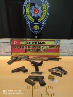 Kaçak silah operasyonu: 1'i tarihi eser 4 tabanca ile 1 tüfek ele geçirildi