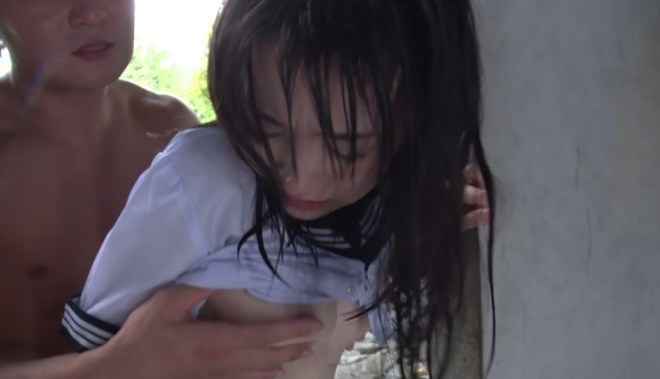 びしょ濡れ女子高生雨宿り強制わいせつ (34)
