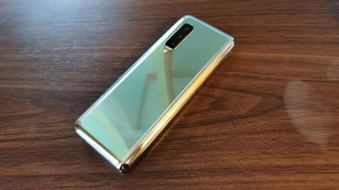 最高級モデル「Galaxy Fold」。「Android10」へのアップデートは「2020年4月」に