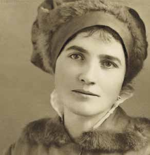 Emma Kunz (1892-1963) è reputata una grande diagnosta, ricercatrice, guaritrice e artista.