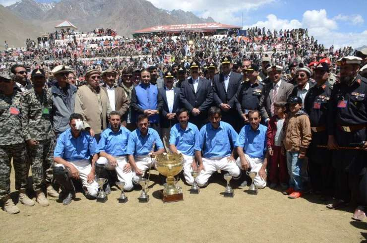 COAS Raheel Sharif with Gilgit and Chitral polo teams