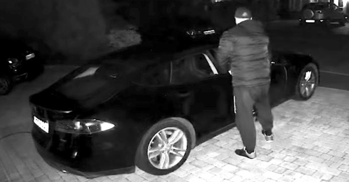 Tesla  - Tesla - Tesla Car Has Been Hacked and Stolen By Intercepting Signals