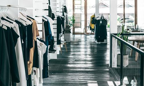 Varejo de moda despenca em março