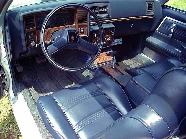 Malibu M-80 Interior