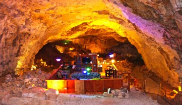 Cavern Suite at Grand Canyon Caverns and Inn