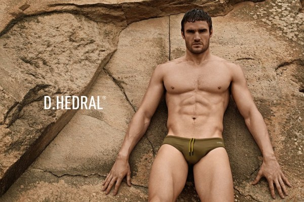 Brief Appearance: Thom does a magnificent job at modelling D HEDRAL's new line