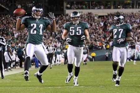Eagles Bring Back Joselio Hanson And Let Trevard Lindley Go