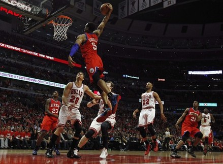 Sixers Take Apart Rose-Less Bulls