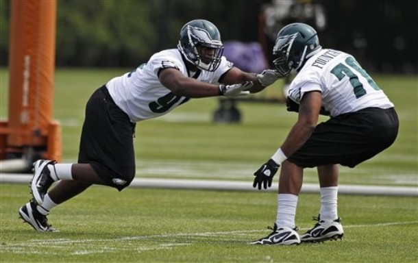 Eagles Fletcher Cox Shows Off His Speed And Quickness
