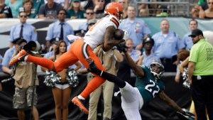 Cleveland Browns' Terrelle Pryor catches a pass against Philadelphia Eagles' Nolan Carroll during the first half of an NFL football game, Sunday, Sept. 11, 2016, in Philadelphia. (AP Photo/Matt Rourke)