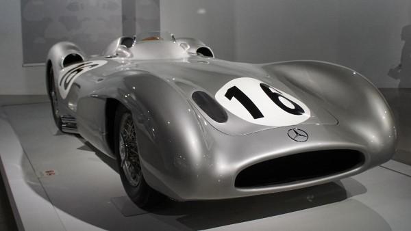 leccion14-comicnodibujantes-carrera-formula1-mercedesbenzw196r