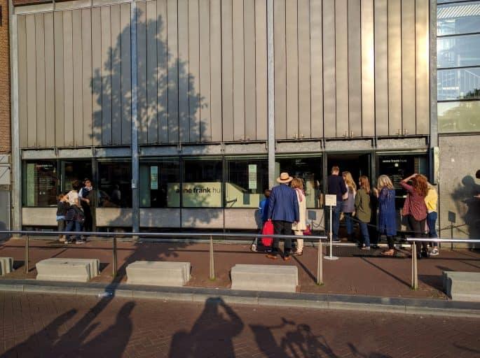 Casa Anne Frank, em Amsterdã: calçada